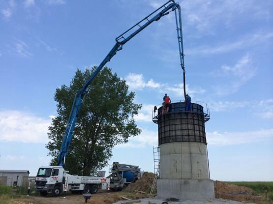 Max Gadomscy – Zalewanie fundamentów pod turbinę wiatrową